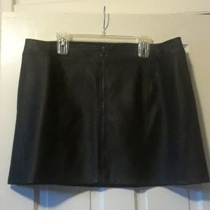 Hot Topic zip up pleather mini skirt